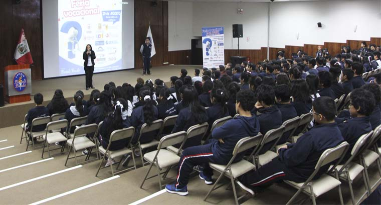Más de 500 estudiantes visitaron la feria de orientación vocacional 2017