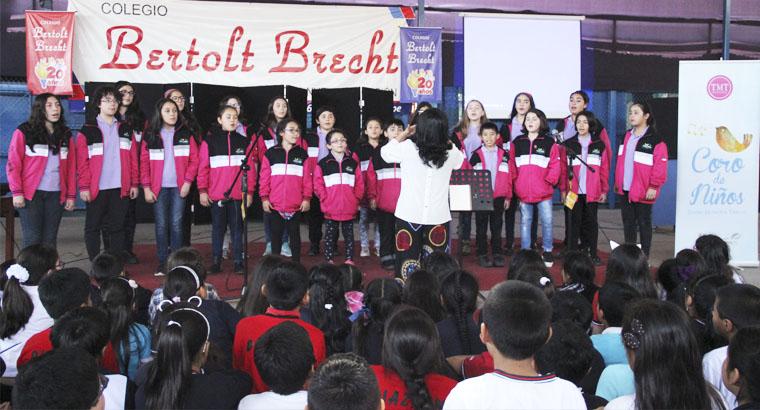 Presentación coral de niños del teatro municipal de Temuco – Chile
